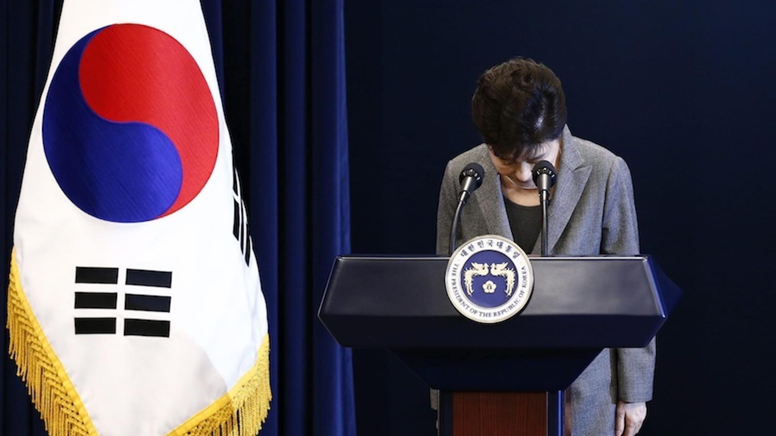 Park Geun-hye en demanar disculpes per l'escàndol.