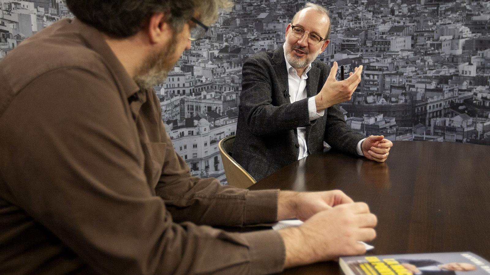 Àlex Gutiérrez entrevista a Antoni Bassas