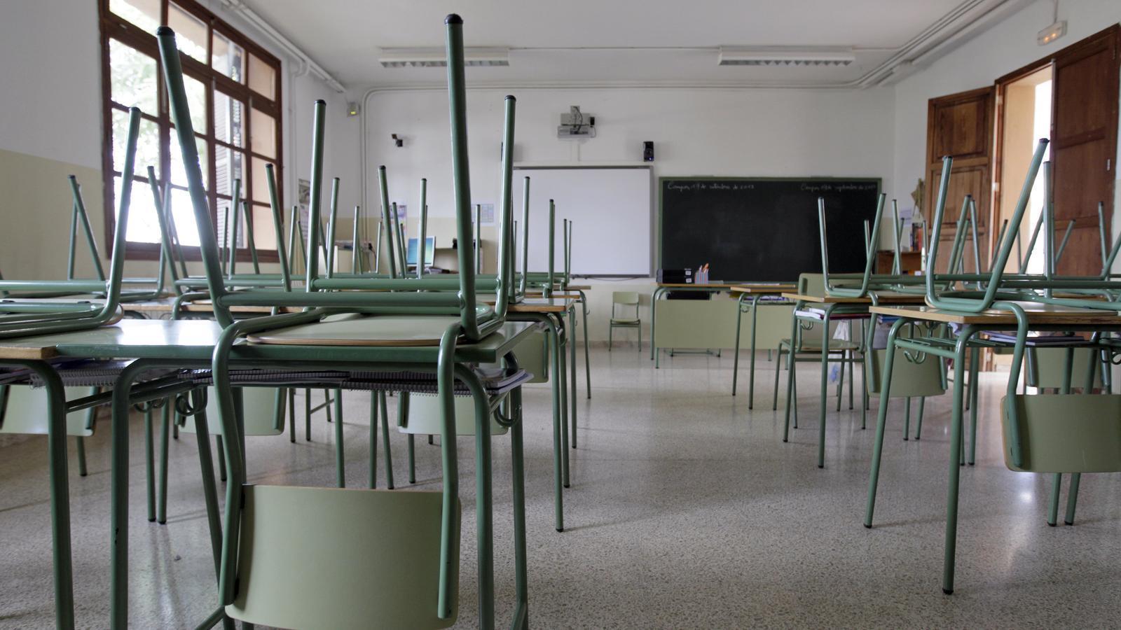 Una aula buida del CEIP Joan Veny i Clar de Campos.