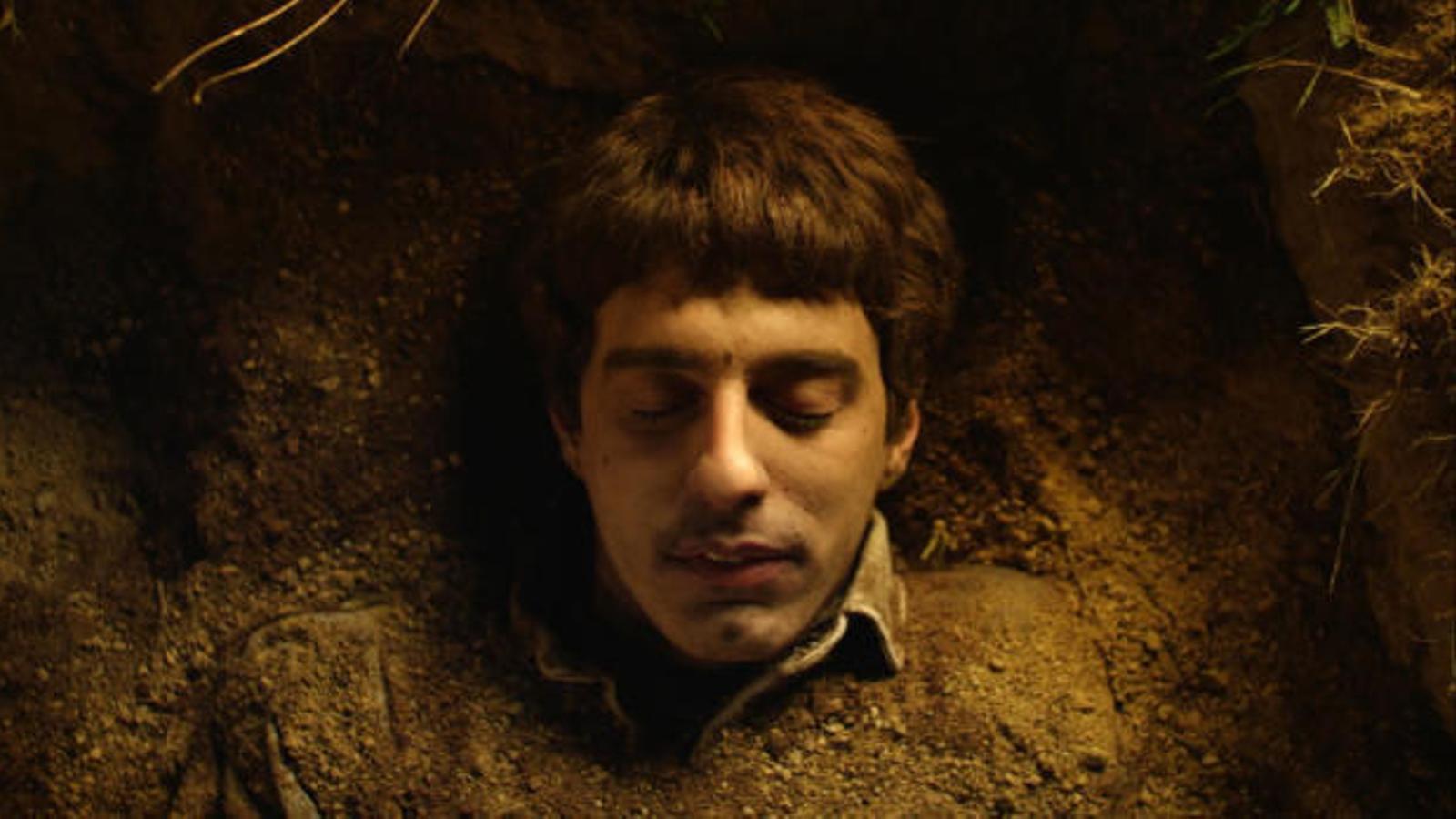 Fotograma d''El mort viu', una de les sèries sorgides del programa
