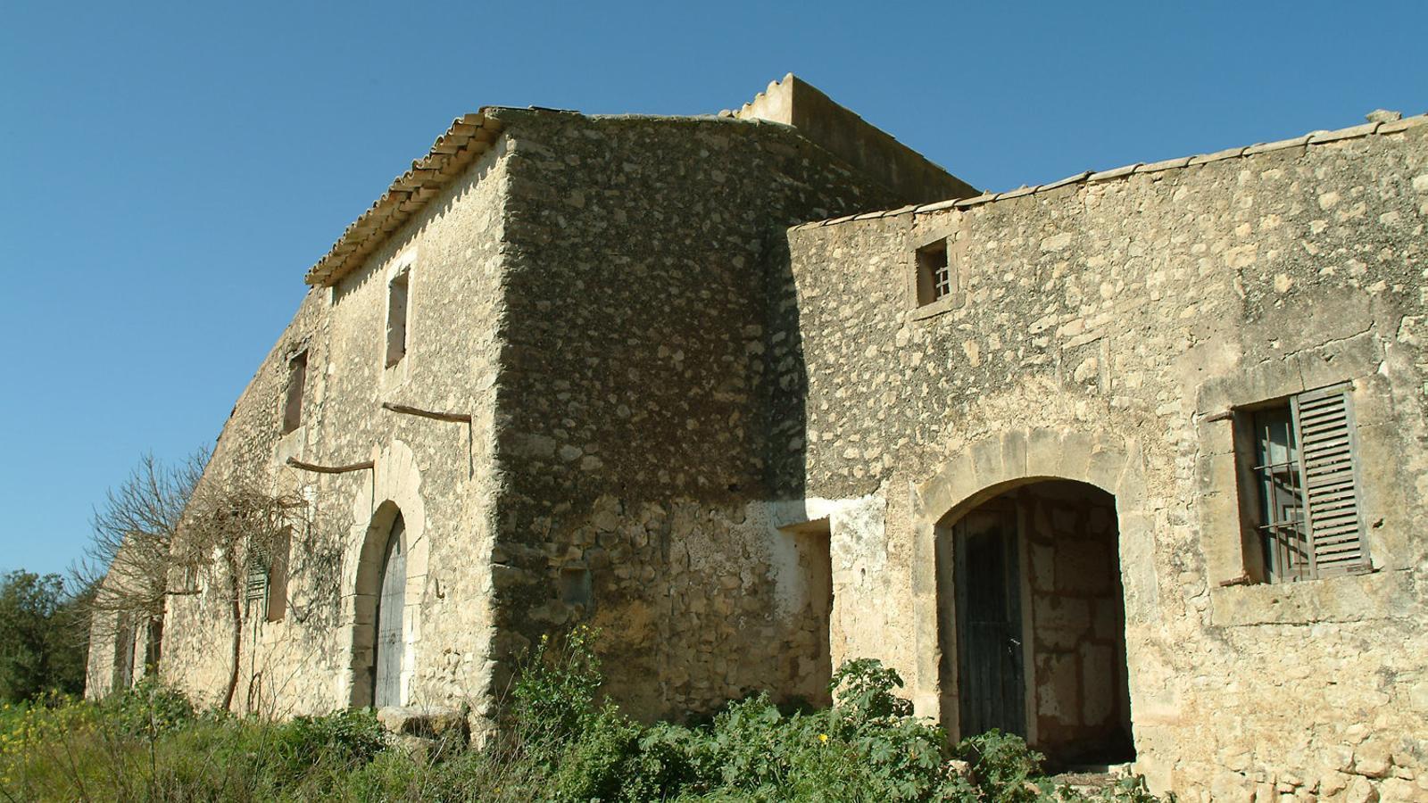 Les cases velles de Son Fornés on es farà el nou museu arqueològic.