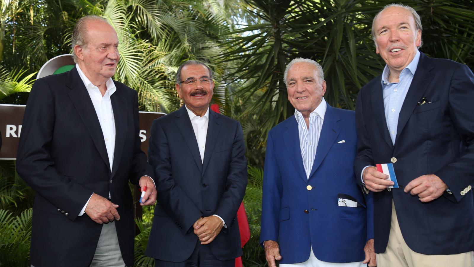 Joan Carles I amb el president de la República Dominicana, Danilo Medina, i  Alfonso i Pepe Fanjul (a la dreta) en una imatge d'arxiu
