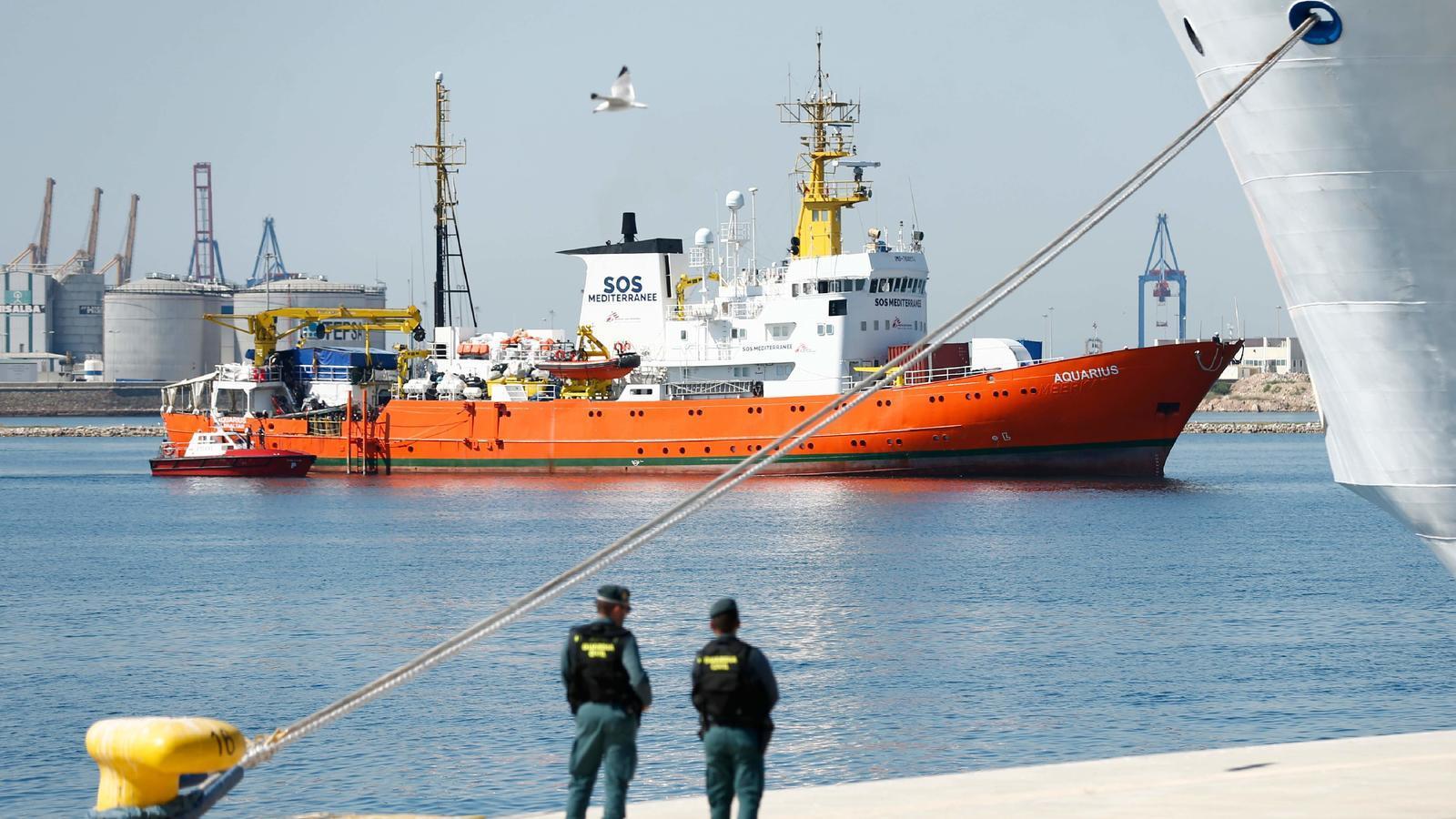 L''Aquarius' entra al port de València