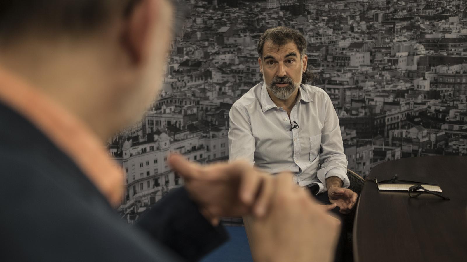 Antoni Bassas entrevista Jordi Cuixart al plató de l'ARA
