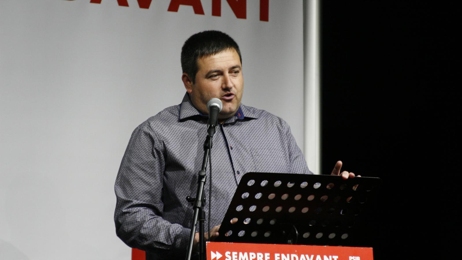 Pep Jaume, durant el míting del PSOE al poble de Sant Llorenç.