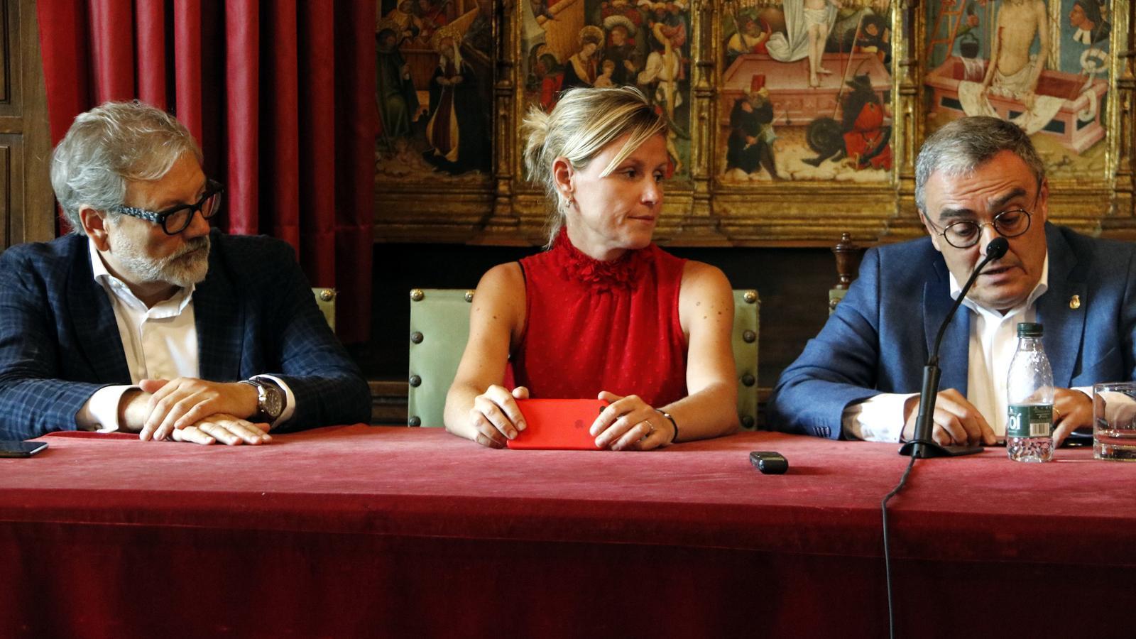 De dreta a esquerra: el fins ara alcalde de Lleida, Àngel Ros, i els tinents d'alcalde Montse Mínguez i Fèlix Larrosa