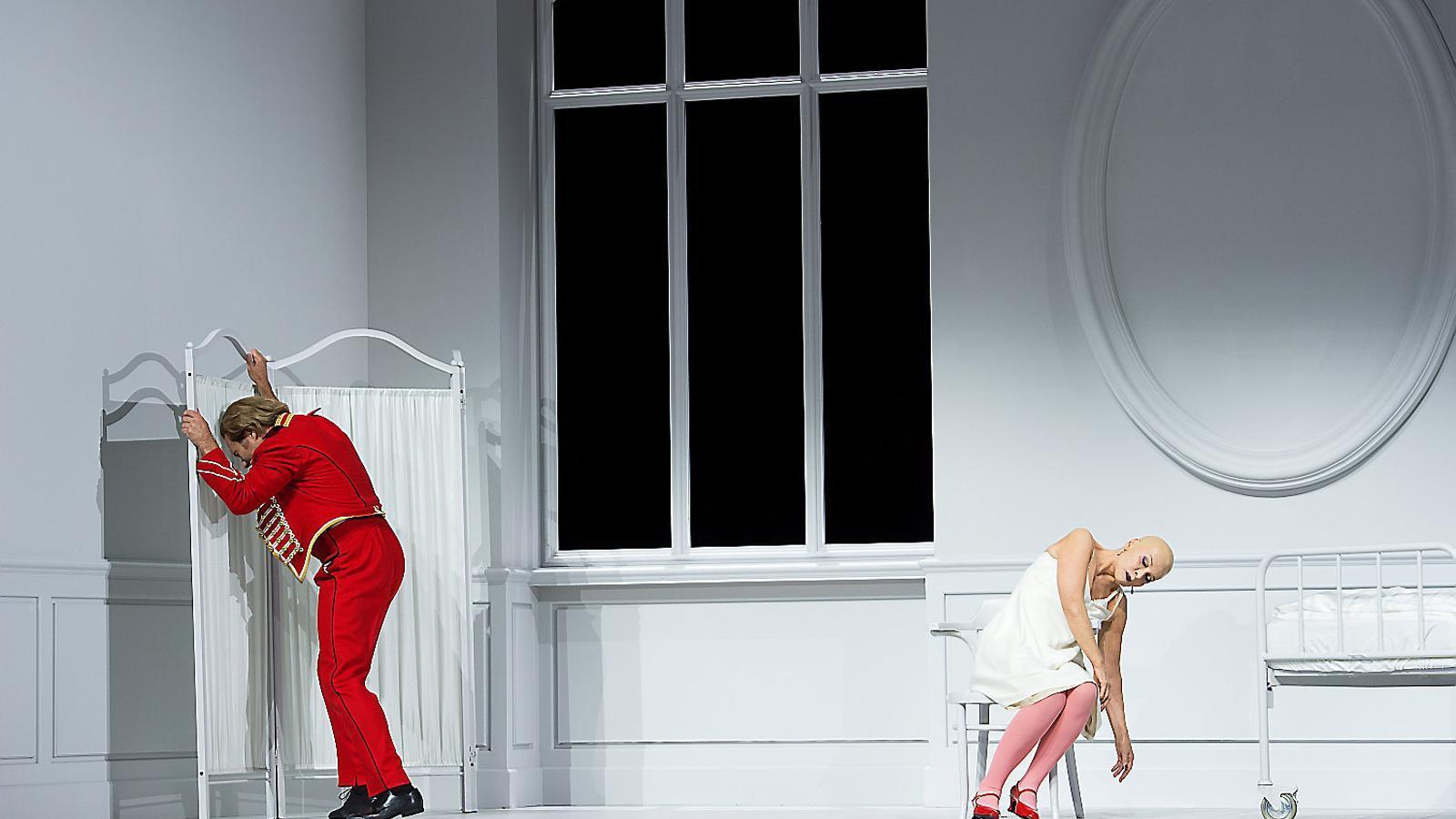 01. La confrontació entre la Comtessa i Hermann, una escena clau de La dama de piques. 02. Poppea i Neró a L'incoronazione di Poppea.