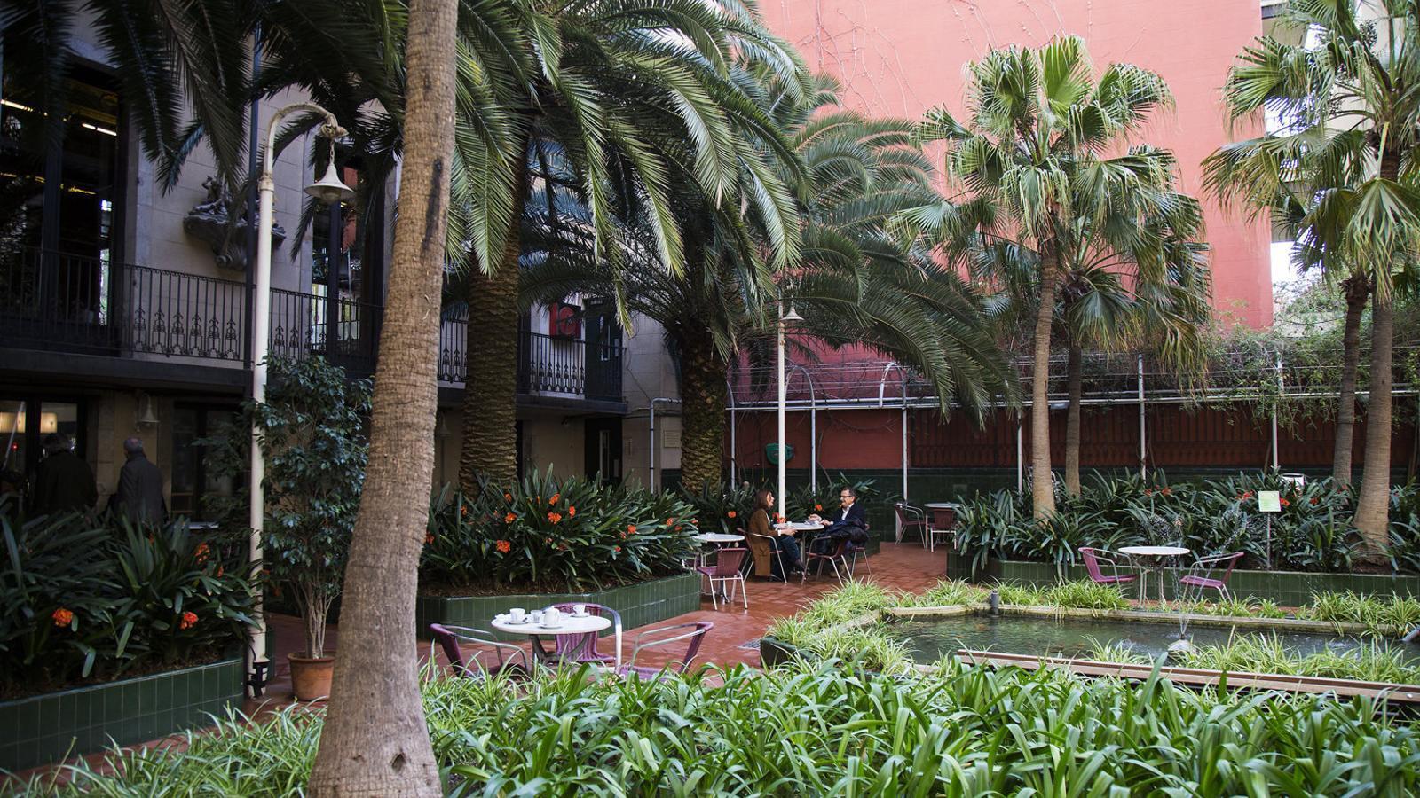 L'Ateneu Barcelonès, fundat el 1860, s'ubica al Palau Savassona, al carrer Canuda de Barcelona / F. MELCION