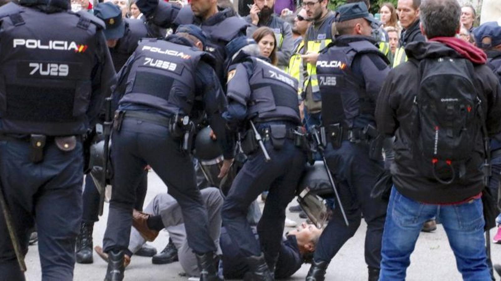 Girona, Aiguaviva i Sant Julià de Ramis presenten una querella col·lectiva per l'actuació de la policia durant l'1-O