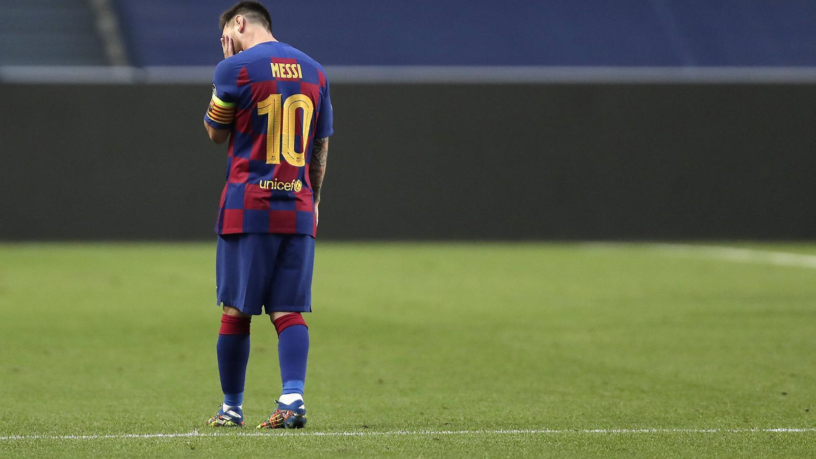 Lionel Messi trist durant la segona part del partit contra el Bayern de la  setmana passada a l'estadi Da Luz.