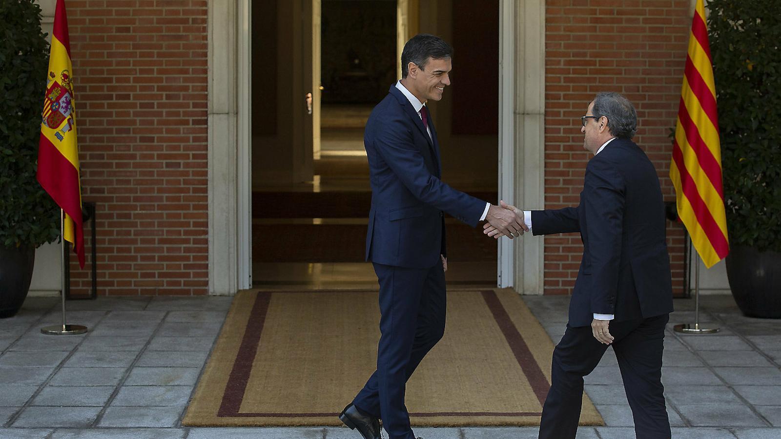250 personalitats demanen als governs català i espanyol que negociïn