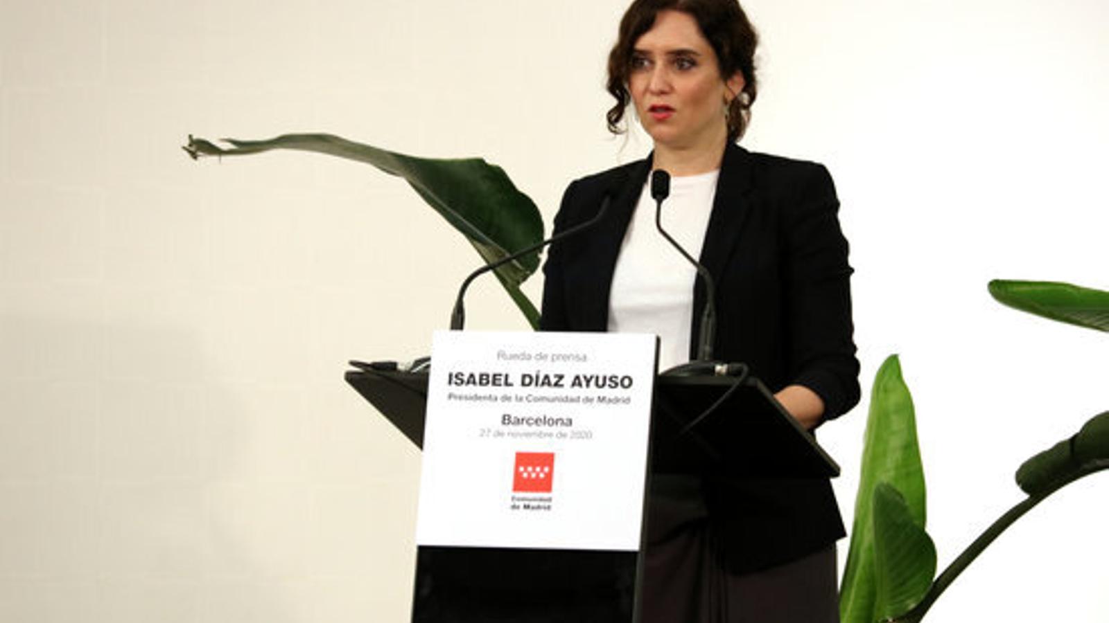 La presidenta de la Comunitat de Madrid, Isabel Ayuso, en roda de premsa a l'hotel Barceló Sants