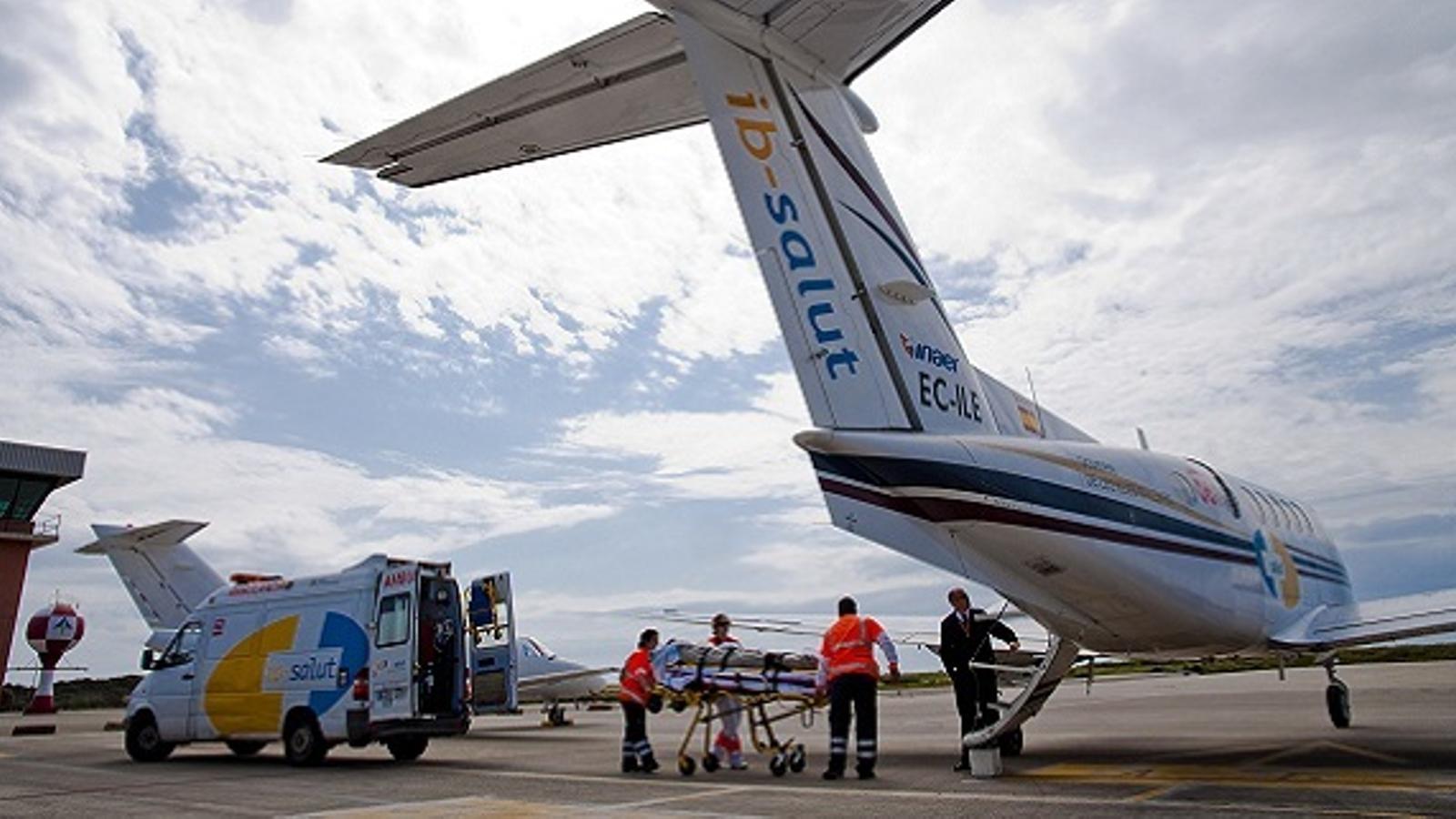 Fa quatre mesos que el Servei de Salut investiga per què no estan operatius els nous avions ambulància