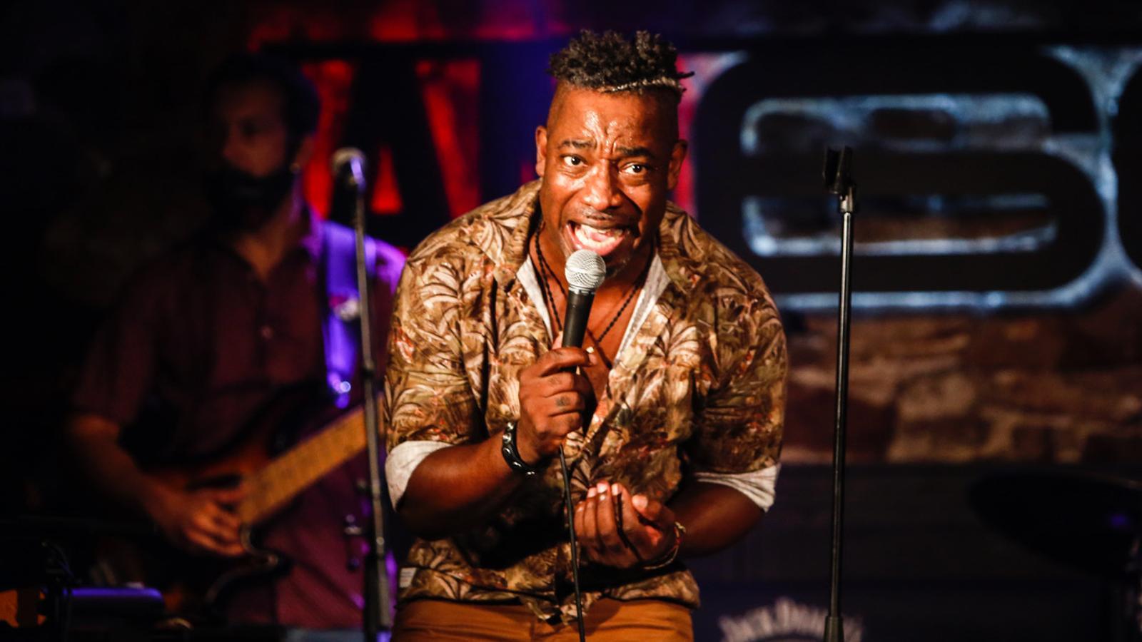 El cantant Clarence Bekker al Jamboree, en el primer concert amb públic de la fase 1 a Barcelona.