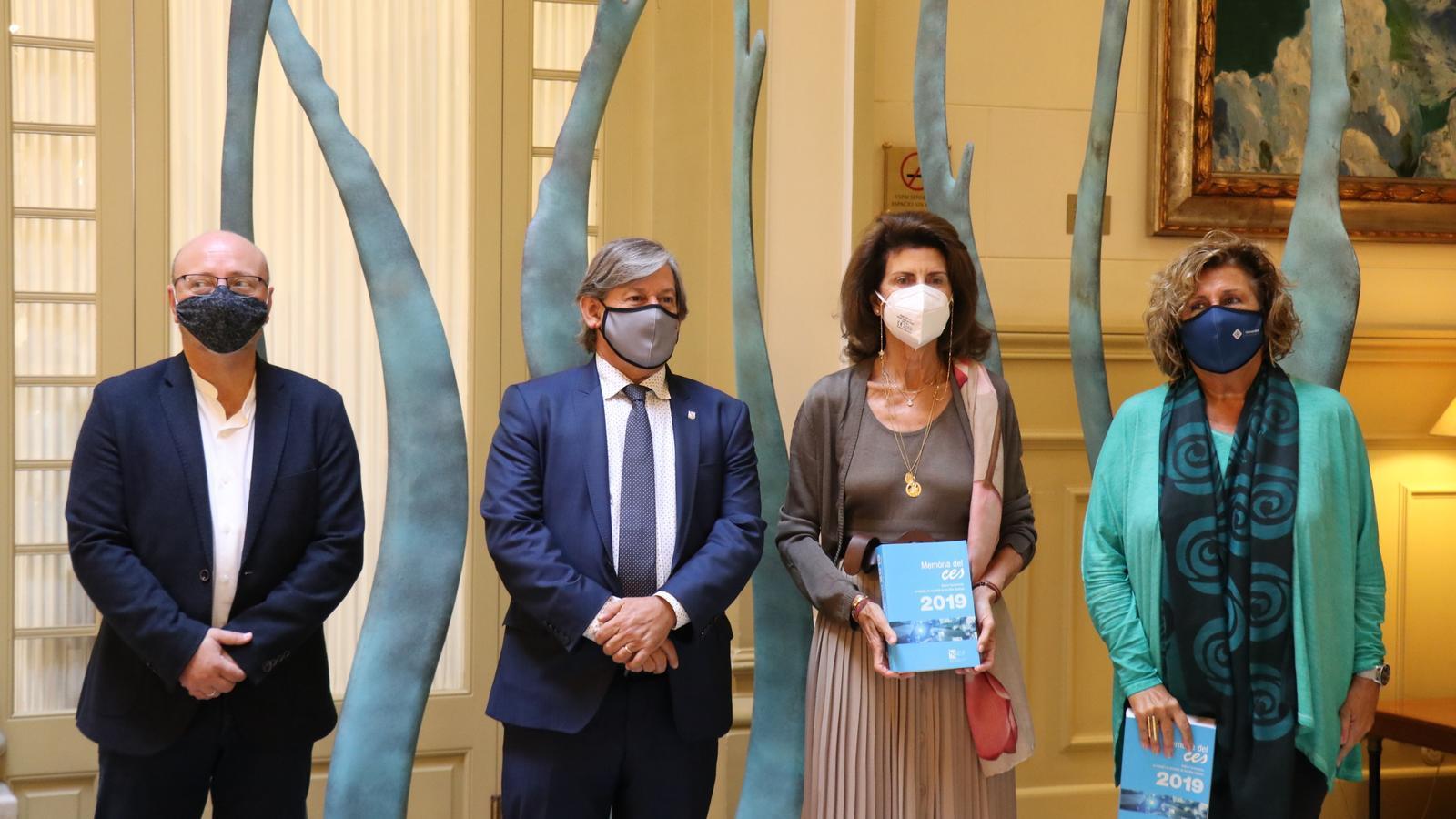 La presidenta en funcions del CES, Carme Planas, al costat del president del Parlament, Vicenç Thomàs, durant la presentació de la Memòria del 2019 de l'entitat