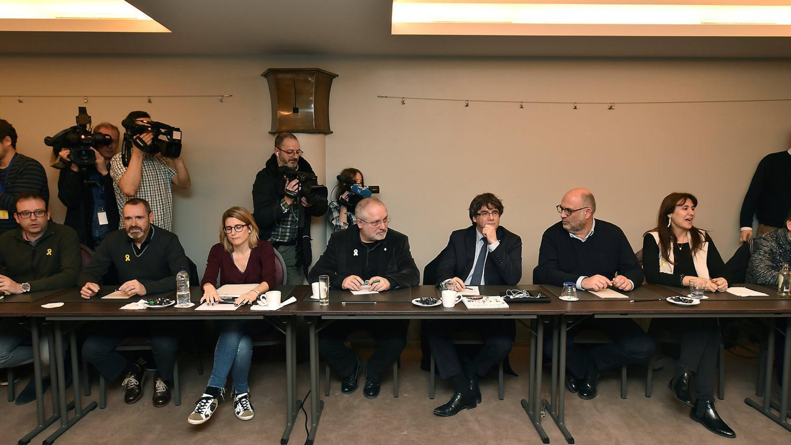 Puigdemont s'obre a deixar l'escó per evitar eleccions i quatre notícies més del dia