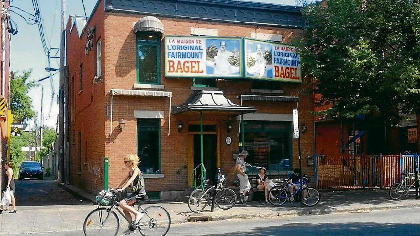 A Fairmount Bagel porten un segle fent els millors 'bagels' de Mont-real.