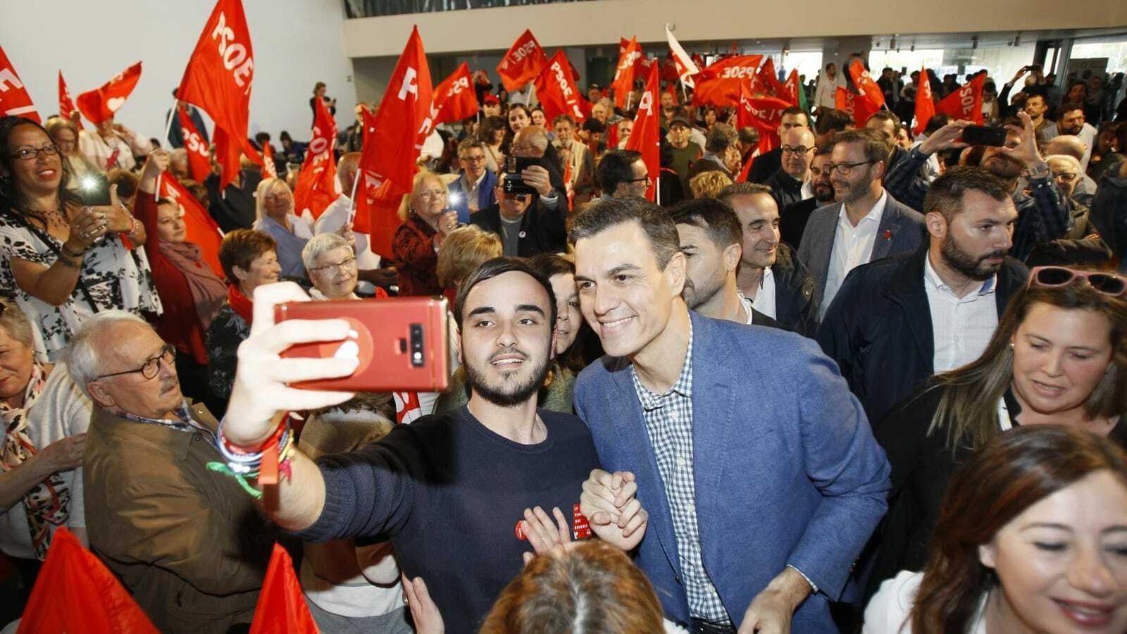 Imatges de l'acte central de campanya dels socialistes balears al Palau de Congressos de Palma