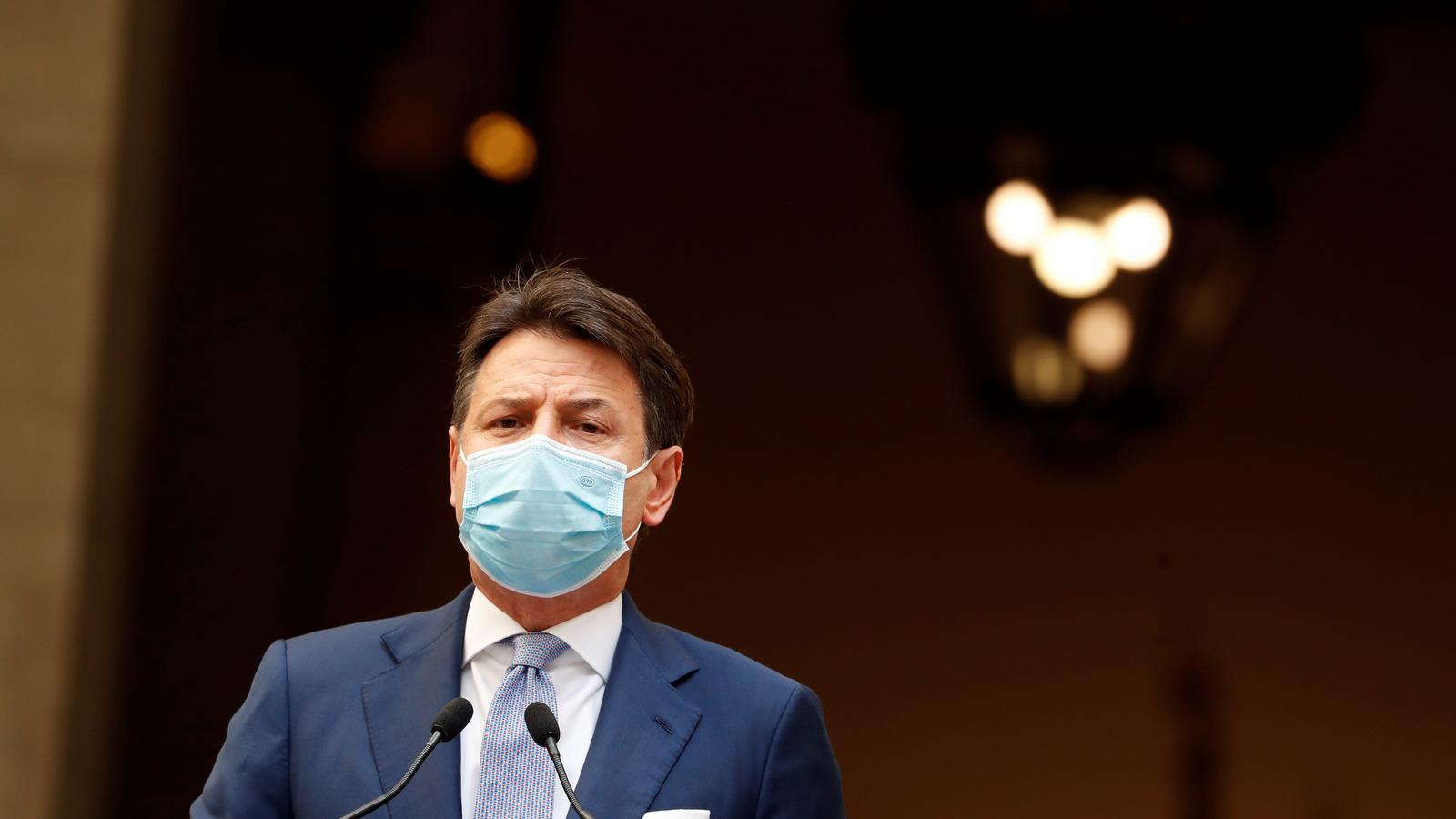 Giuseppe Conte durant la compareixença d'aquest diumenge per anunciar més mesures contra la pandèmia.
