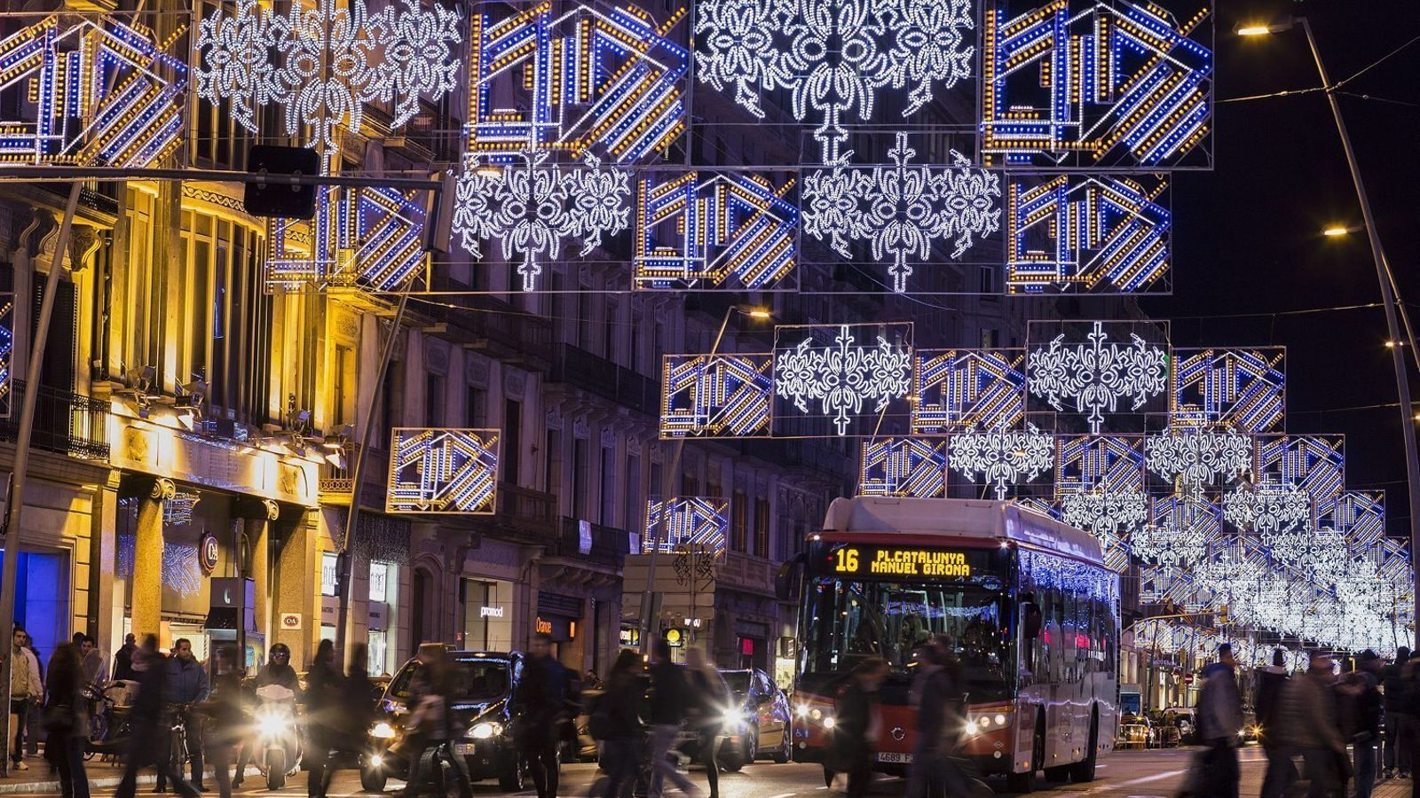 L'any passat Barcelona va encendre els llums de Nadal el 21 de novembre i aquest any ho farà finalment el 27 de novembre / MANOLO GARCÍA