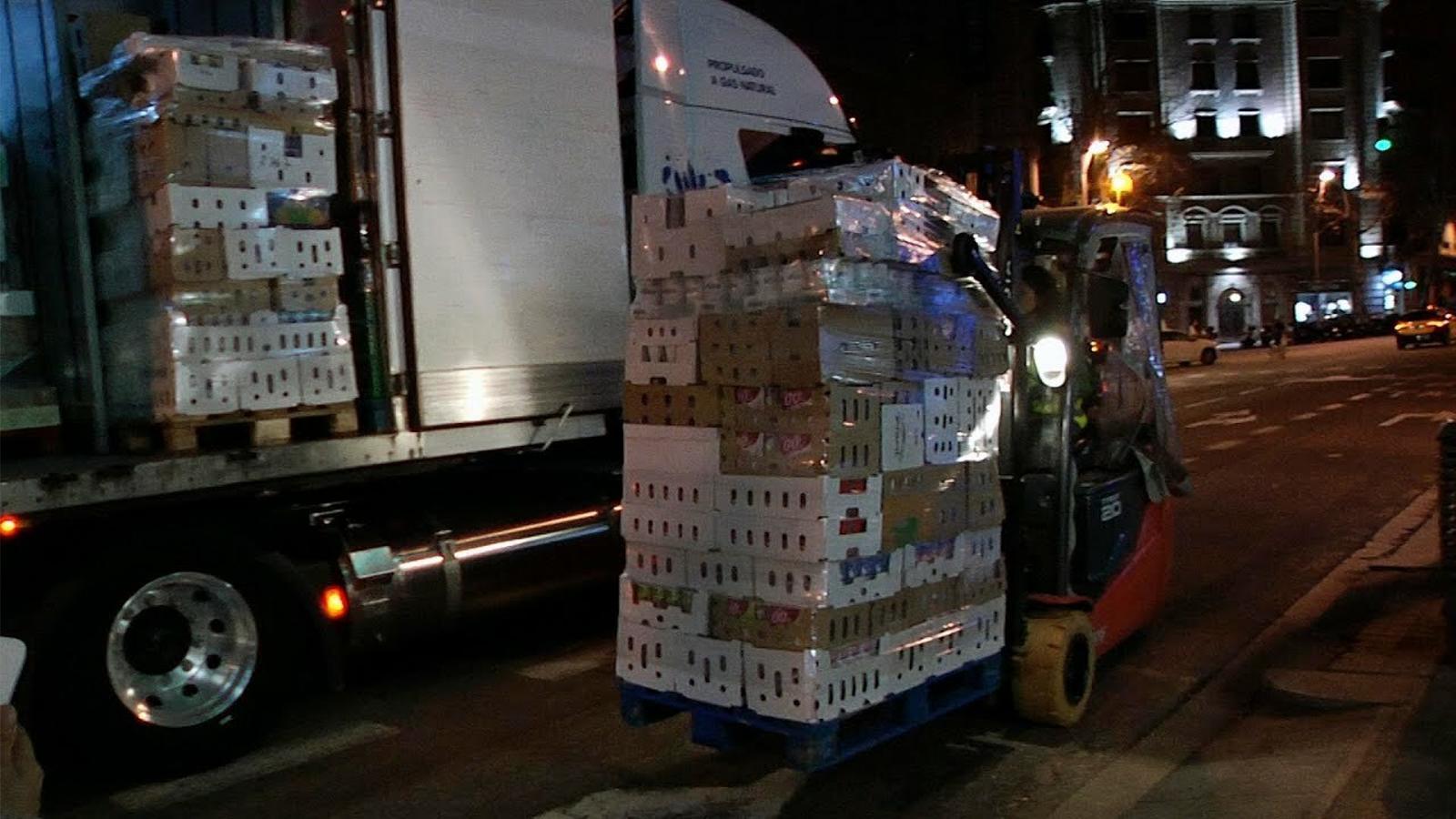 Els camions silenciosos que recorren Barcelona de nit