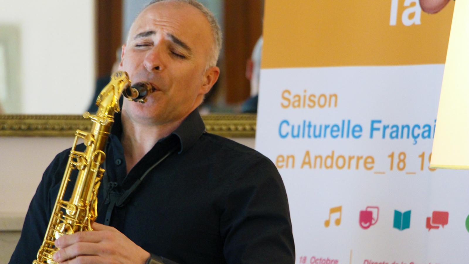 El director de l'Andorra Sax Fest, Efrem Roca, durant la presentació del concert de Désaxés. / T. N. (ANA)