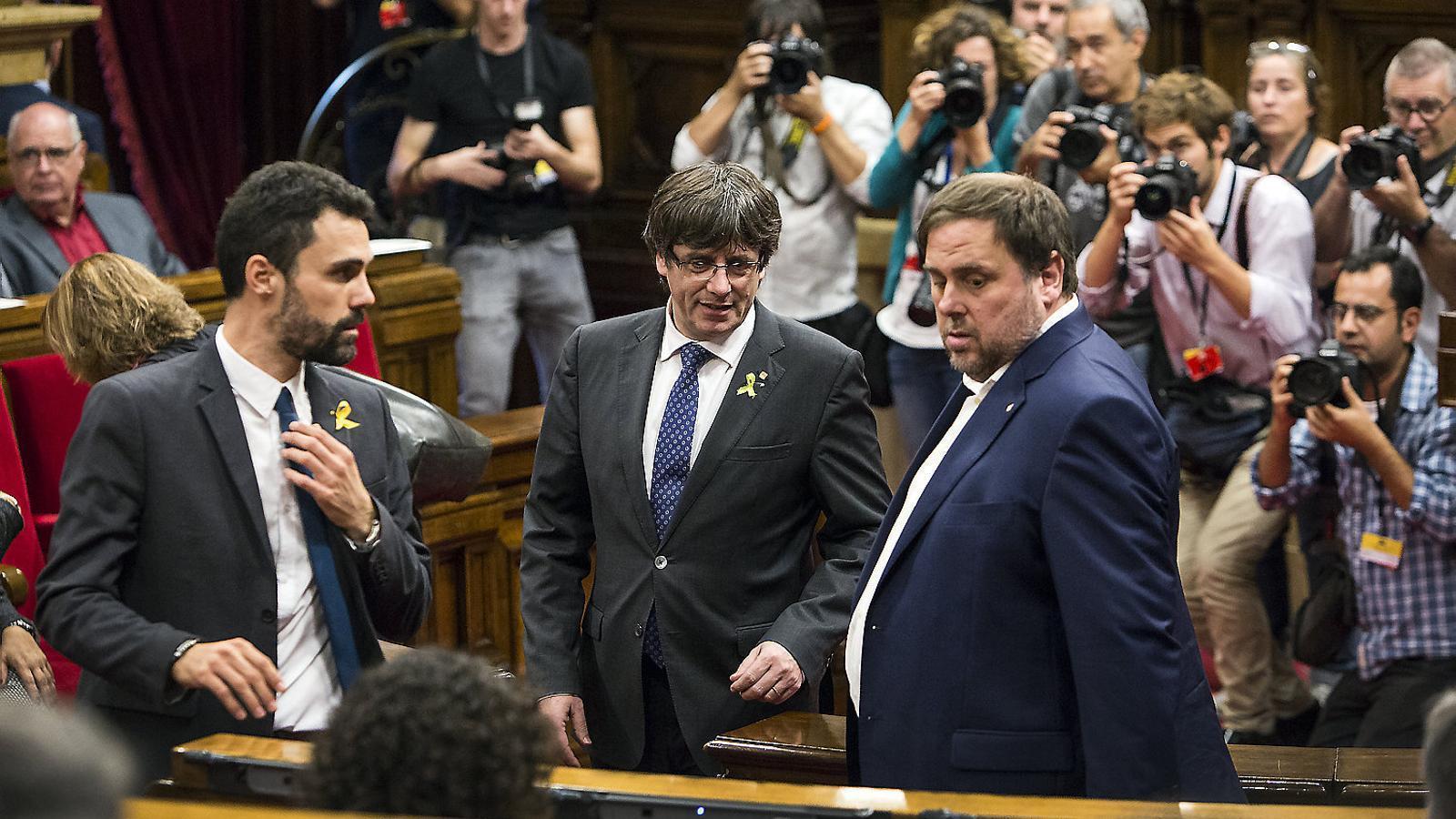 Carles Puigdemont i Oriol Junqueras, fotografiats al Parlament el 27 d'octubre, el dia en què es va declarar la República de Catalunya.