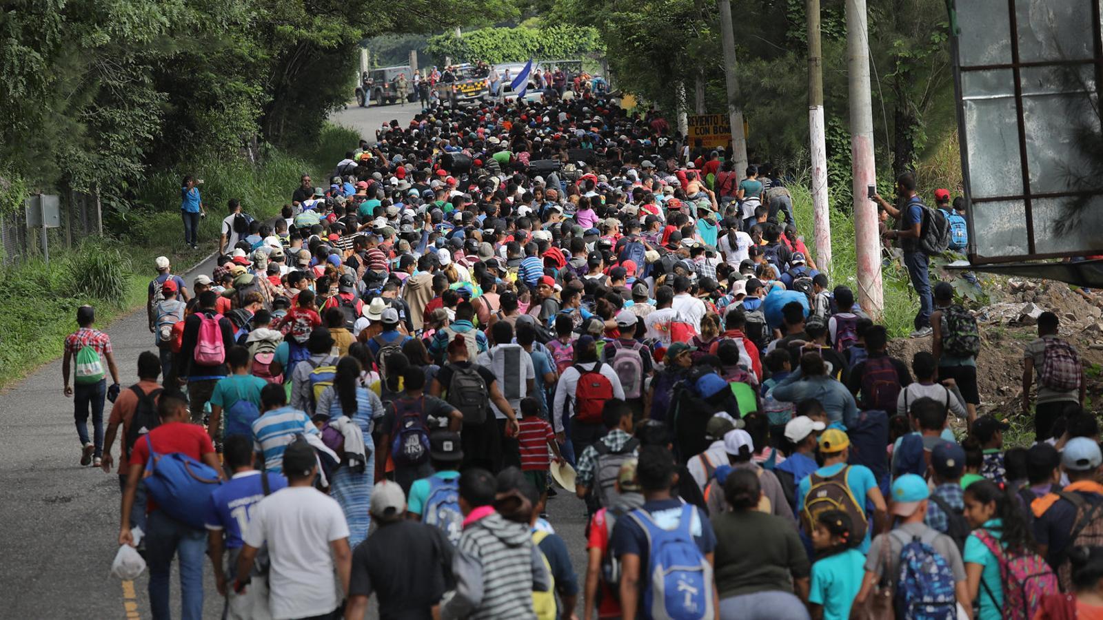 Els prop de 2.000 hondurenys després de passar la frontera del seu país amb Guatemala.