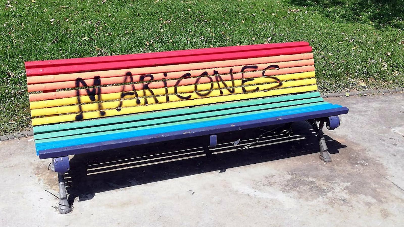 Alerta per la proliferació de pintades homòfobes