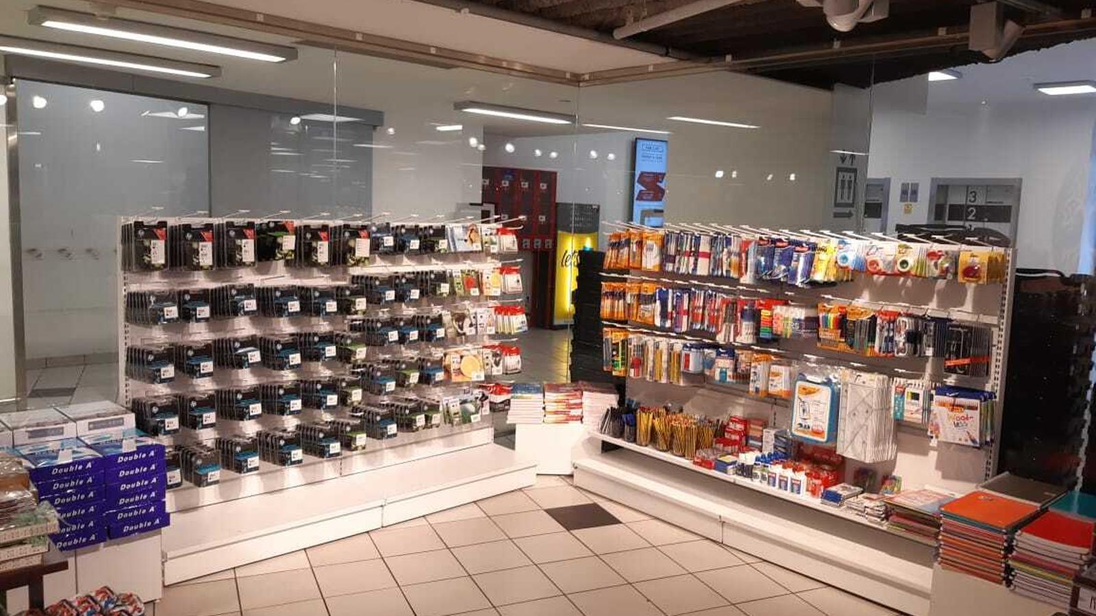 Material de papereria en un supermercat. / ARA ANDORRA