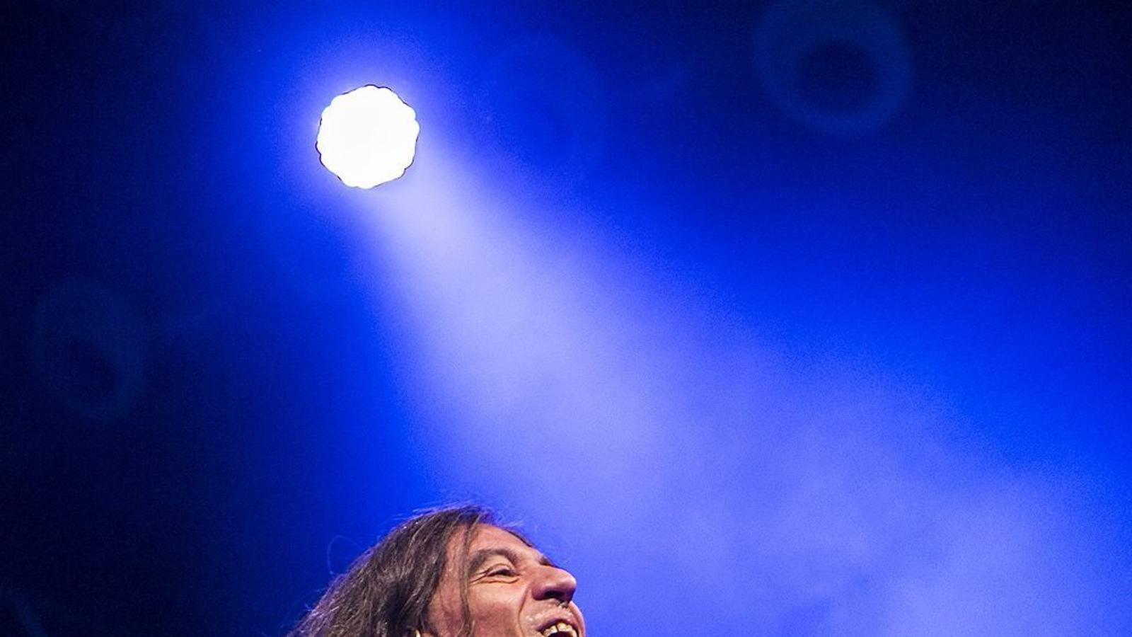 Gerard Quintana en un moment del concert de Sopa de Cabra ahir a la nit al Razzmatazz.