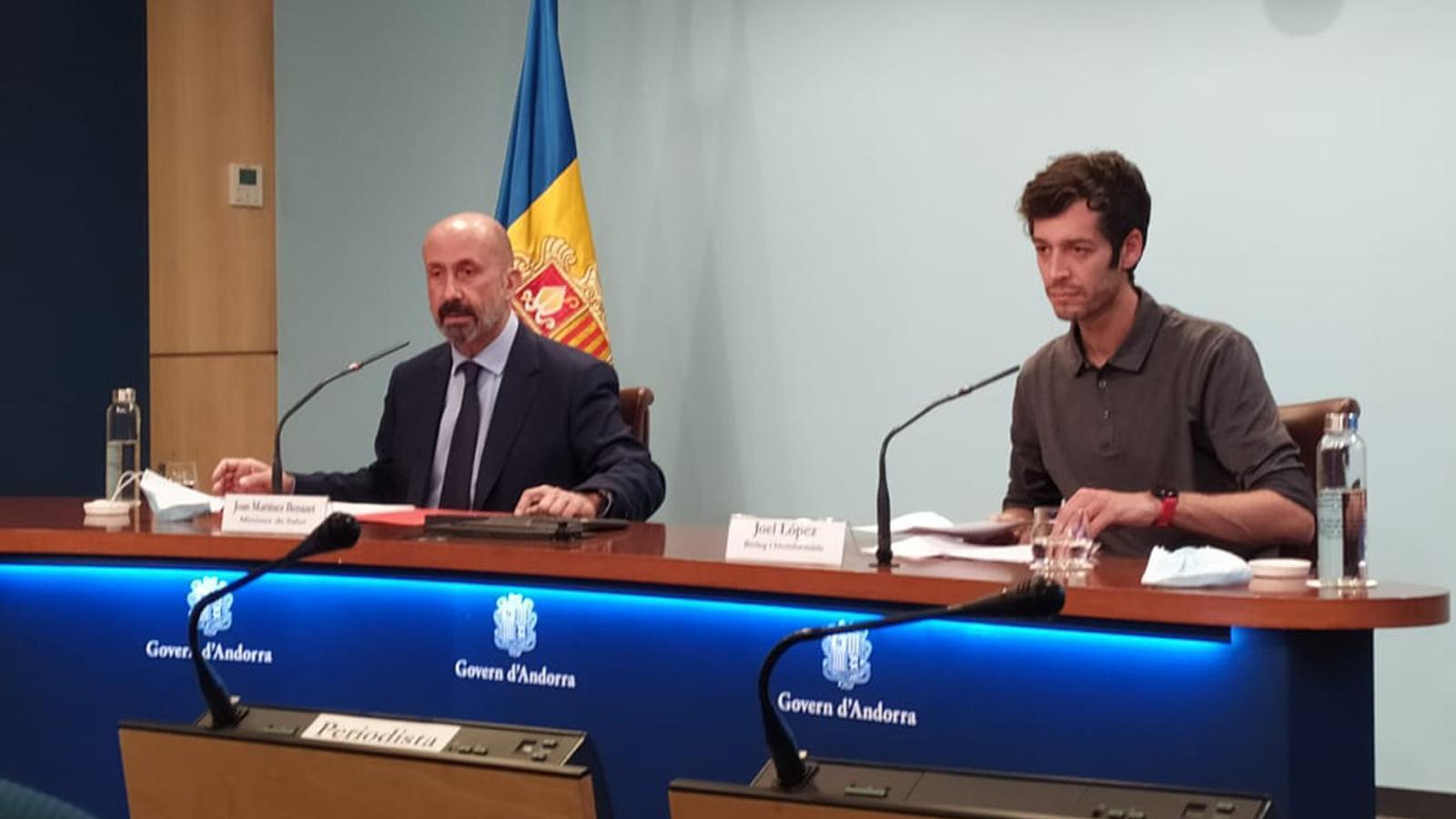 El ministre de Salut, Joan Martínez Benazet i el biòleg i bioinformàtic Joel López. / TWITTER GOVERN D'ANDORRA