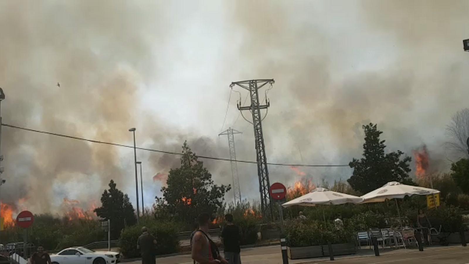 Incendi en una benzinera a Sant Vicenç dels Horts