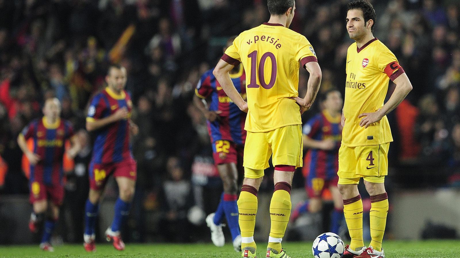 Cesc Fàbregas va viure un malson ahir al Camp Nou i va acabar substituït per unes petites molèsties. / JOSEP LAGO / AFP PHOTO