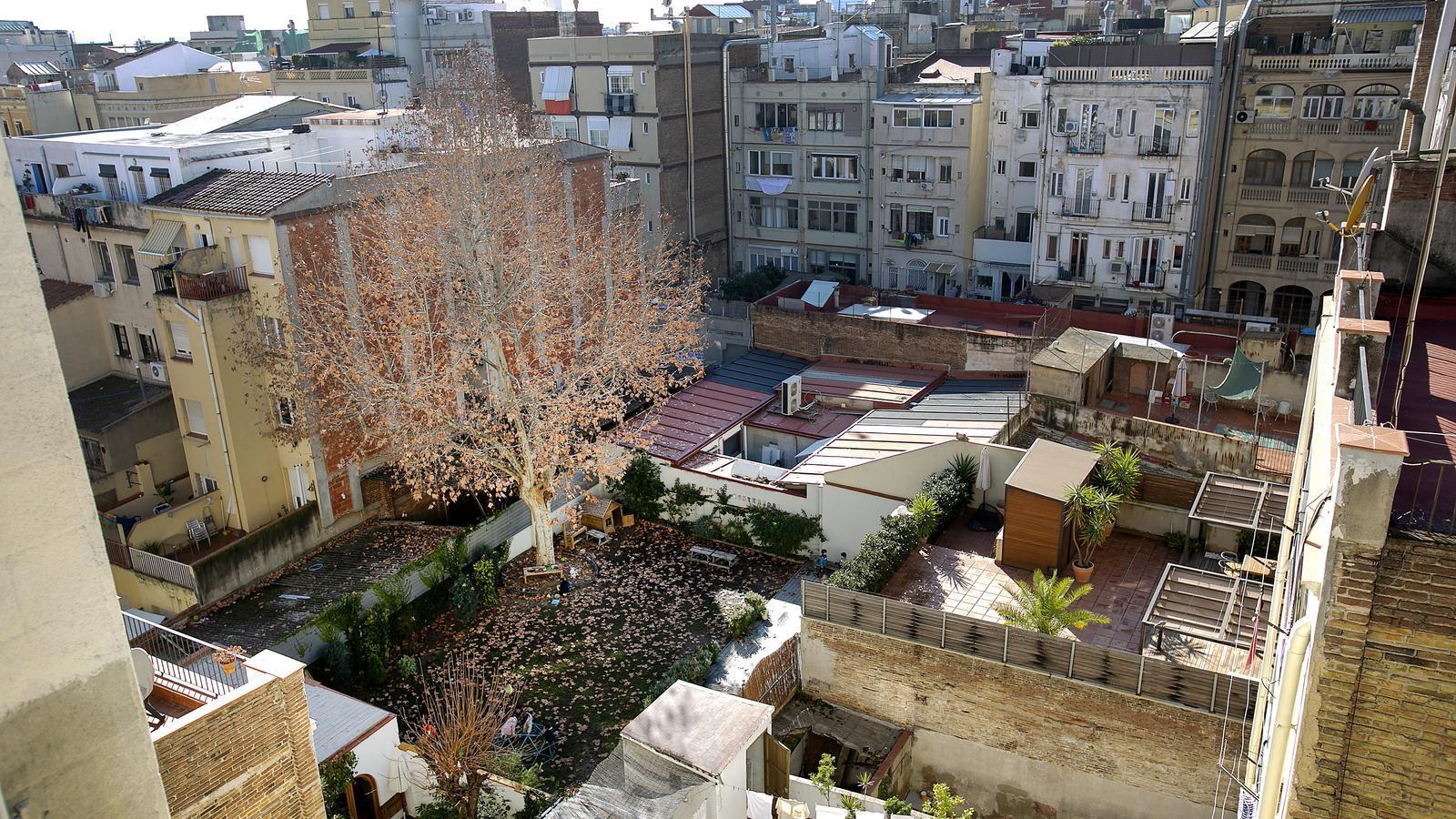 """El pla de Colau per fer pisos protegits a Gràcia topa amb els veïns: """"És un nyap"""""""