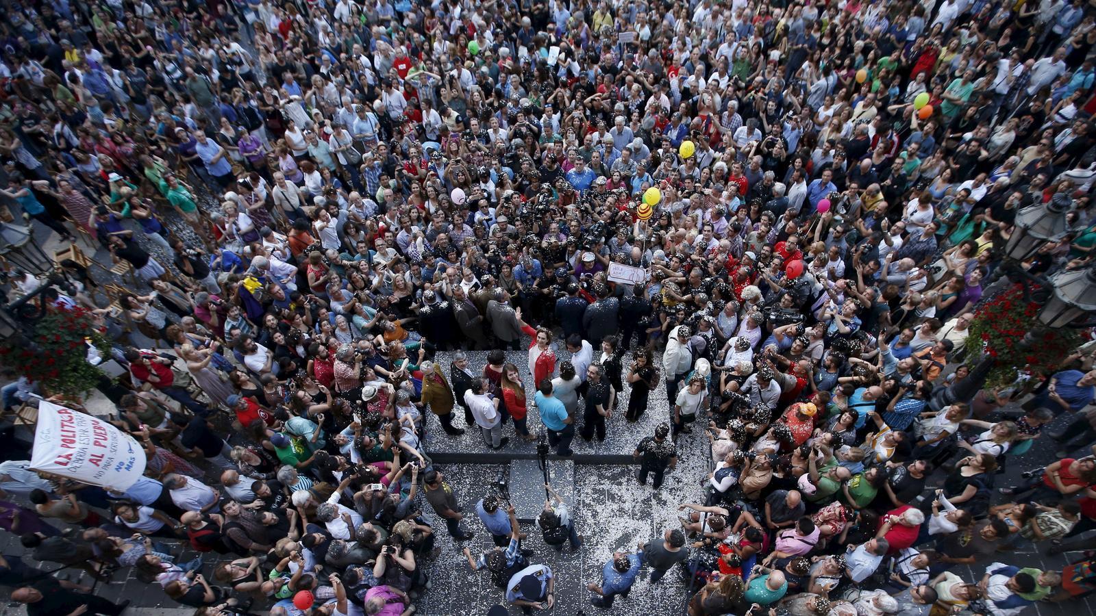 Ada Colau a la plaça Sant Jaume el juny del 2015, just després de ser investida alcaldessa de Barcelona