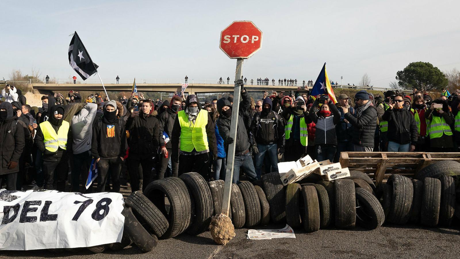 Dos grups d'activistes s'organitzen per aturar el país amb la sentència