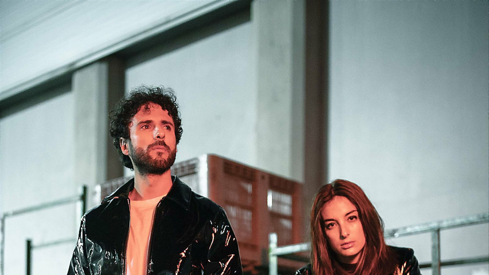 El napolità Sergio Salvi i la madrilenya Sandra de la Portilla formen el duo de pop electrònic Delaporte.