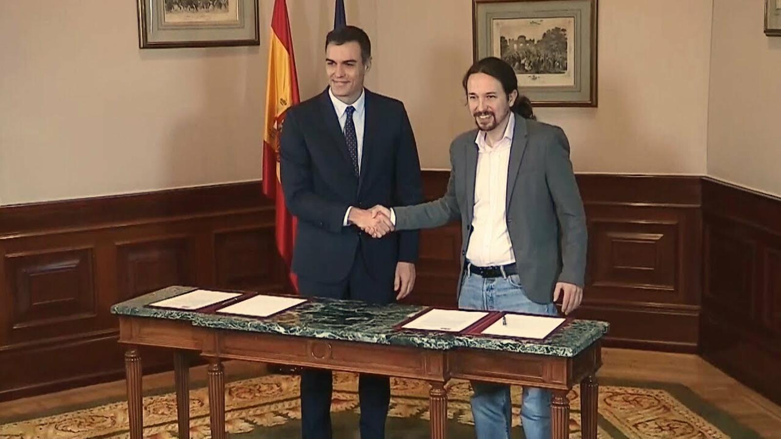 Pedro Sánchez i Pablo Iglesias signen un acord per governar en coalició tota la legislatura