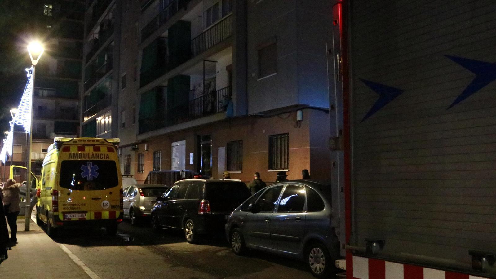 Una dona de 67 anys mor en l'incendi d'un habitatge en un edifici de deu plantes a la Llagosta
