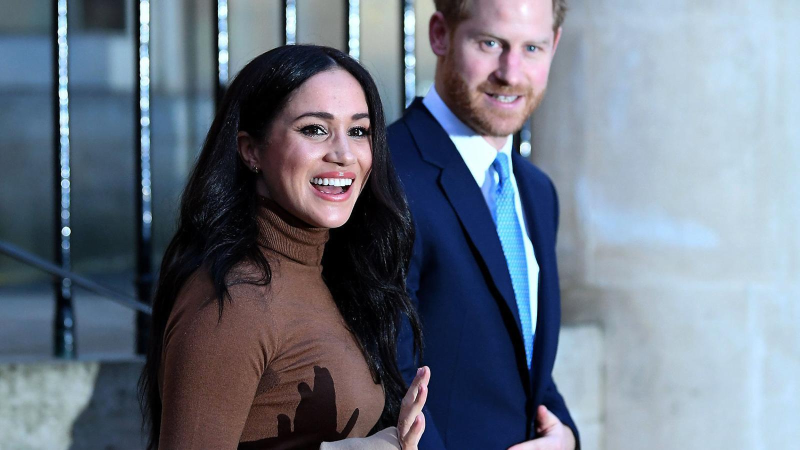 Meghan i Enric paguen  el seu deute als britànics