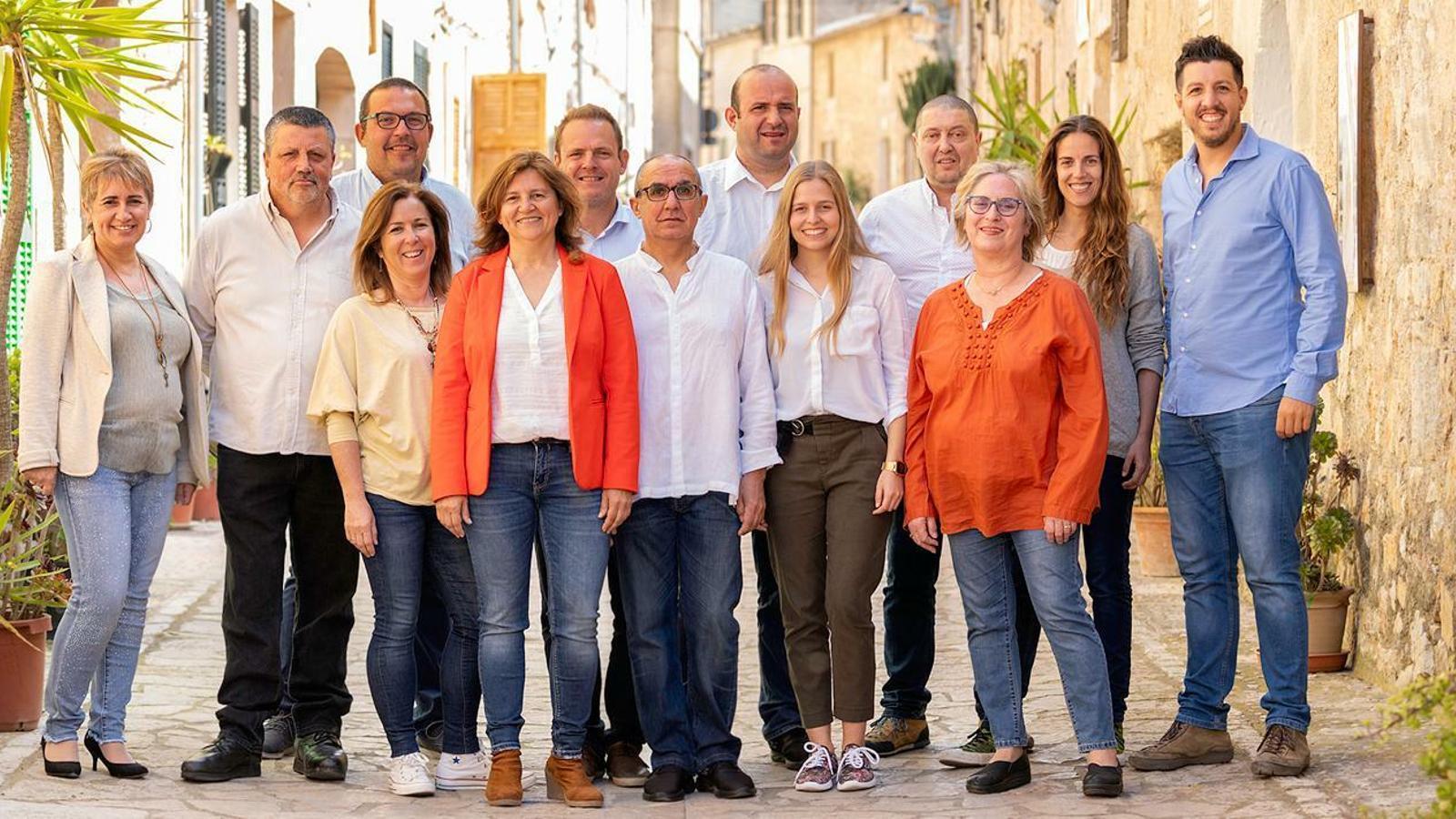 Agrupació de MÉS a Petra amb Caterina Mas, quinta per l'esquerra.