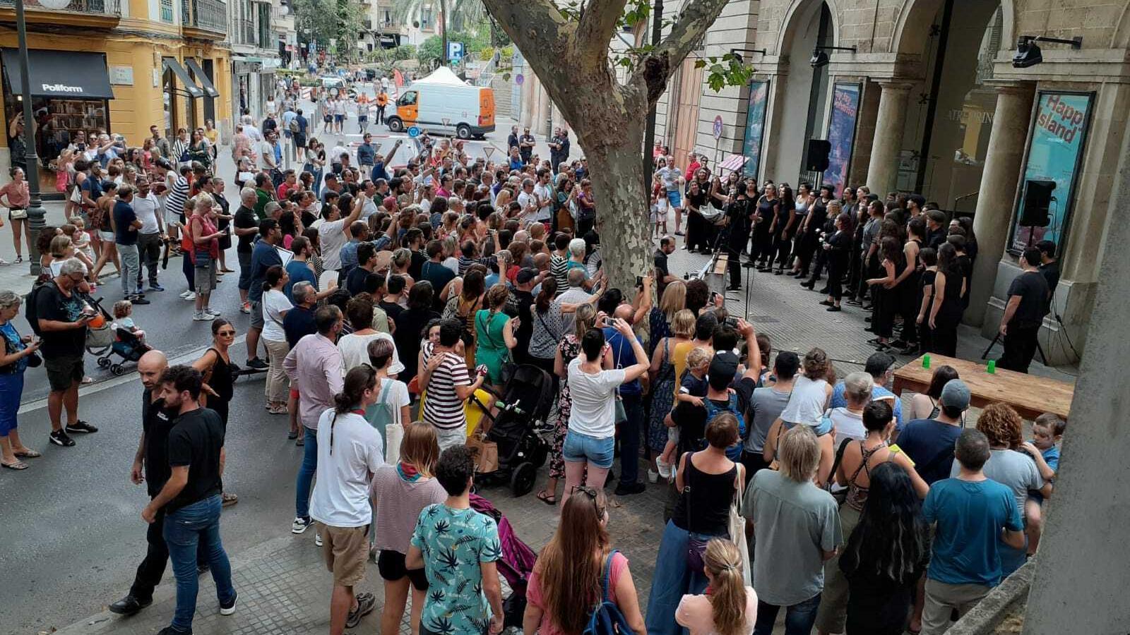 Imatges de la  Gran Diada de la Mobilitat al carrer Unió de Palma