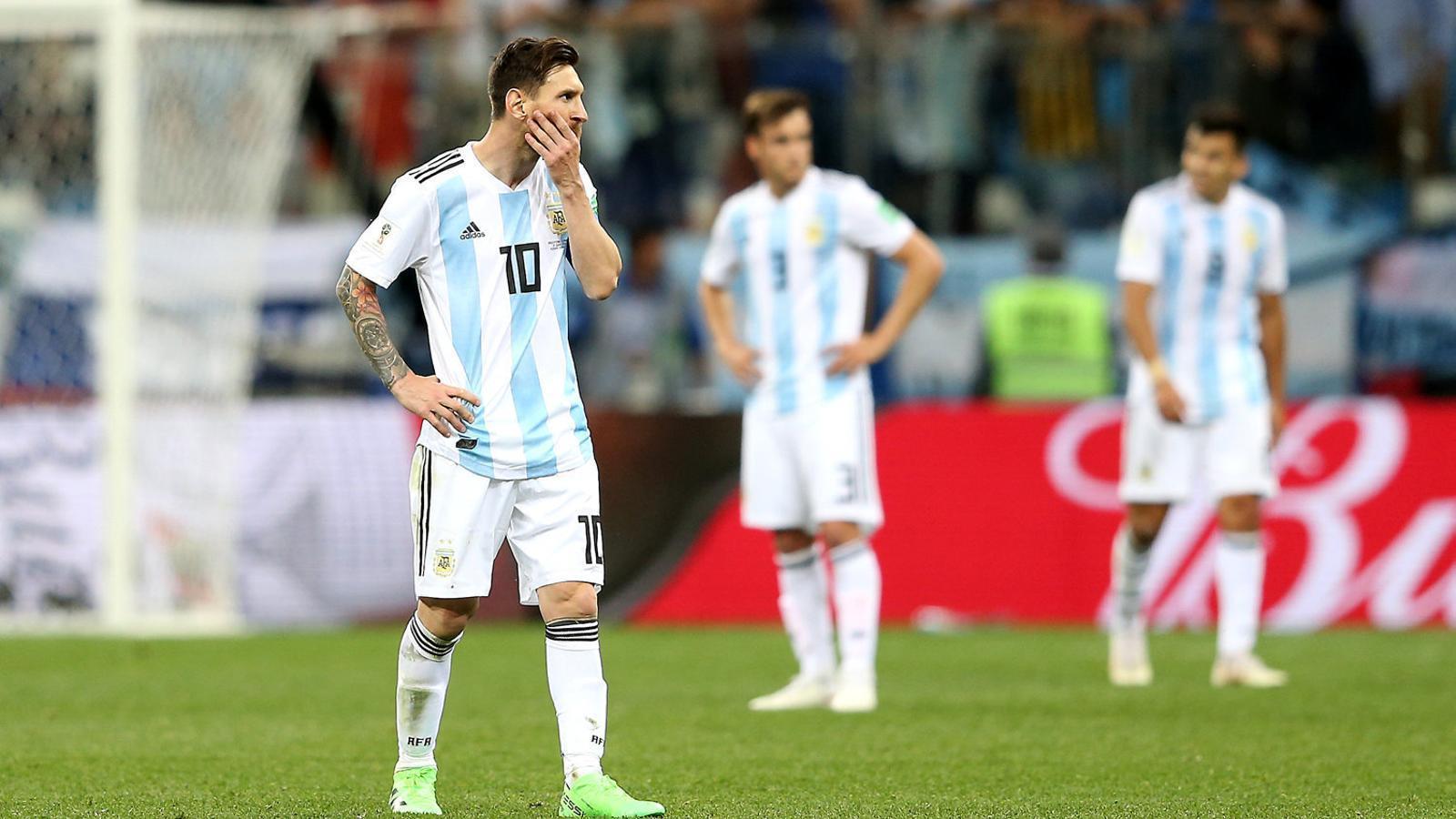 Leo Messi abatut després de la golejada que ahir va encaixar l'Argentina contra Croàcia i que els deixa en l'abisme.