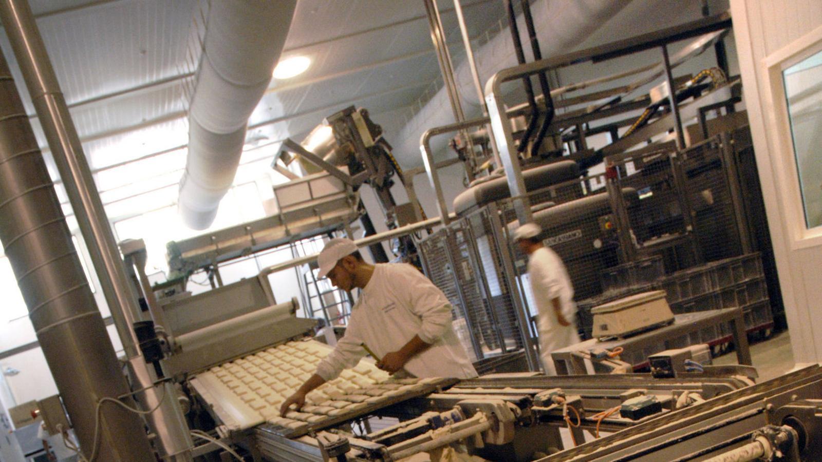 Europastry té 2.800 treballadors i factura 380 milions d'euros.  El 15% de la seva producció s'exporta a l'estranger.