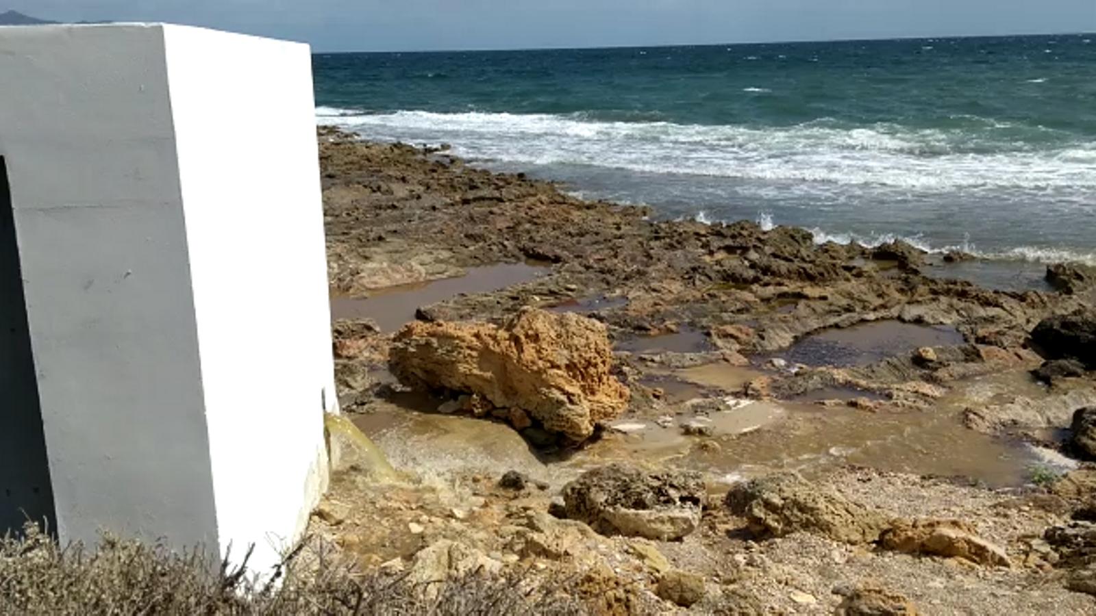 Veïns de Can Picafort denuncien l'abocament d'aigües residuals al mar aprofitat el temporal