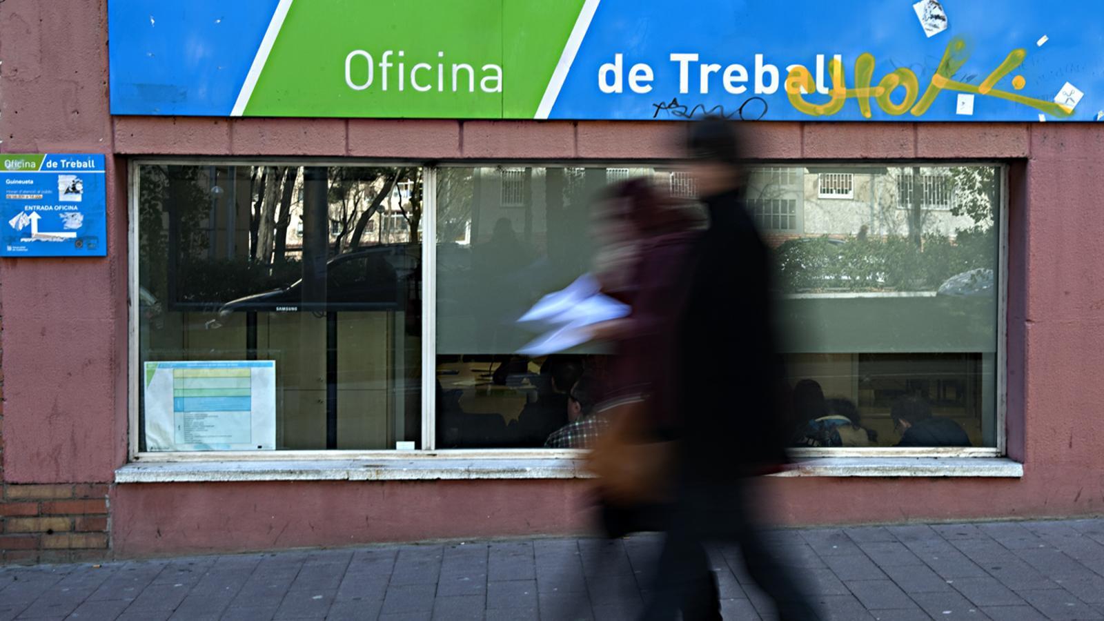 Caiguda r cord de l 39 atur a base de feines temporals for Oficinas soc barcelona
