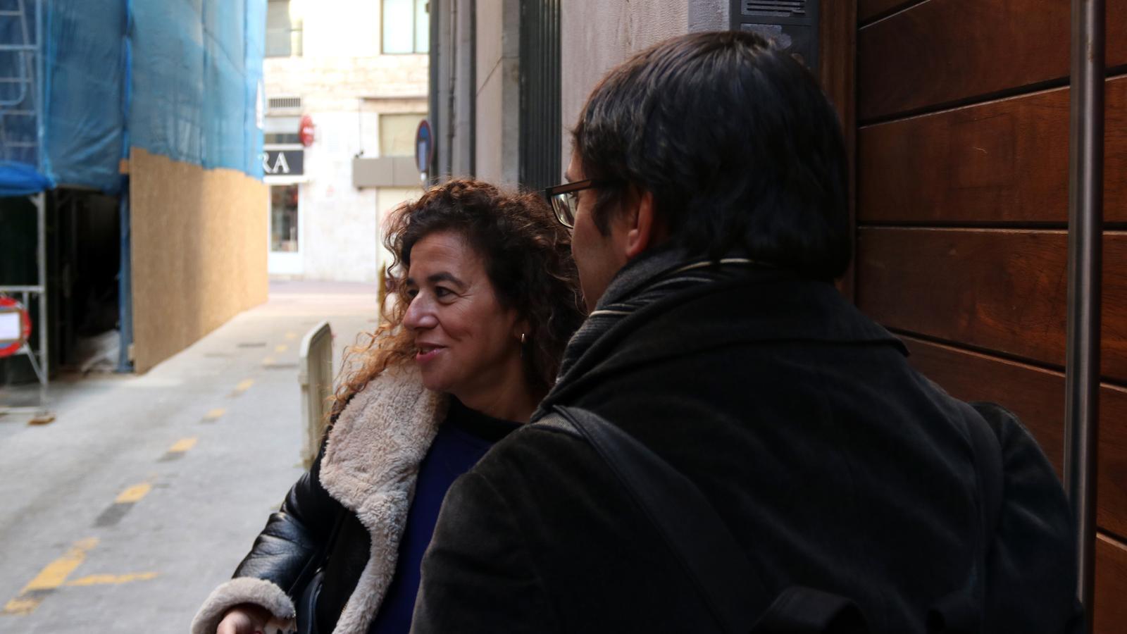 Els representants del PSIB, Iago Negueruela i Pilar Costa entrant aquest dissabte matí a la reunió.