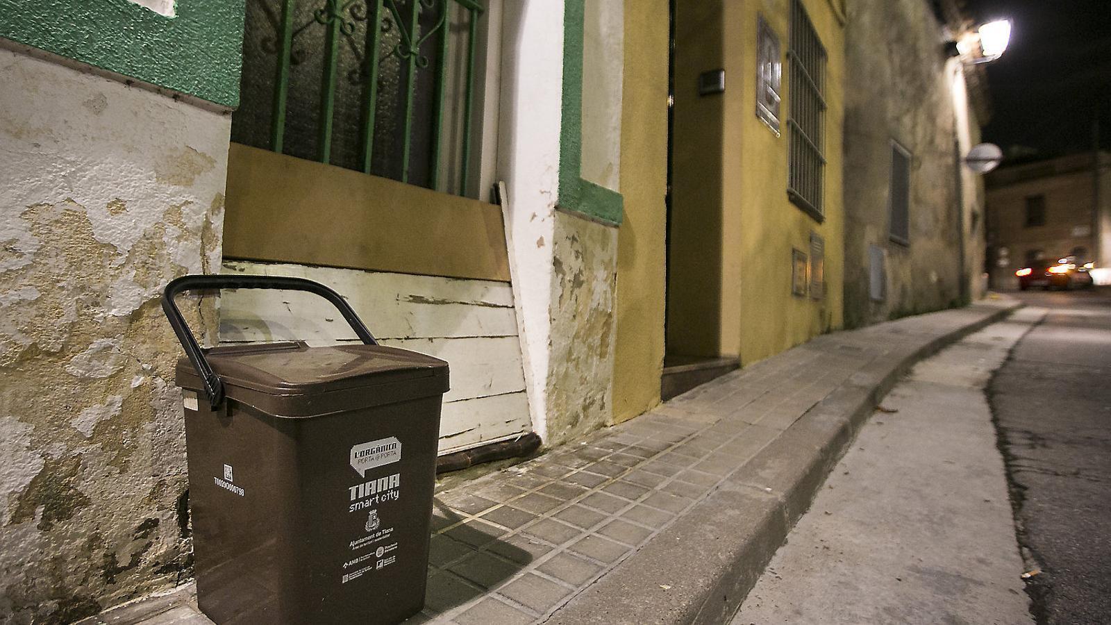 Els veïns de Tiana poden treure la fracció orgànica quatre dies a la setmana perquè la reculli el servei de neteja.