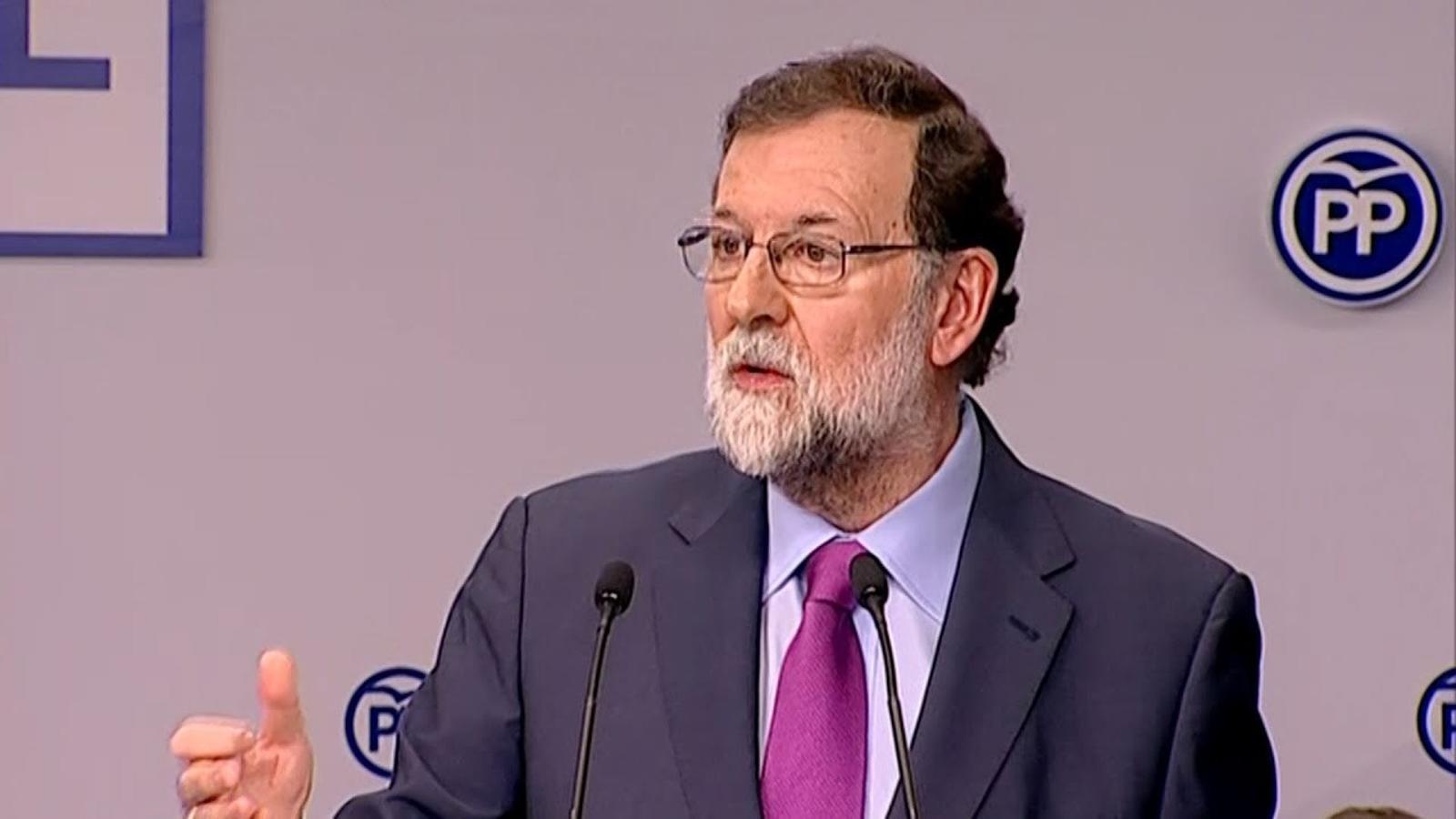 Rajoy avisa Puigdemont que s'ha de prendre possessió del càrrec físicament i si no ho fa mantindrà el 155